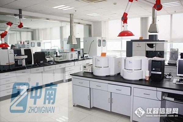 容纳有生命的动物的 实验室建设范围从小型动物(老鼠)的房间到